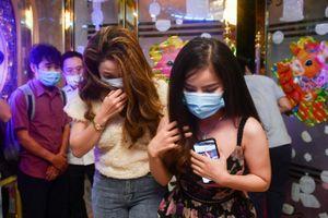 Nhà hàng tại TP.HCM kinh doanh karaoke trái phép bất chấp lệnh cấm