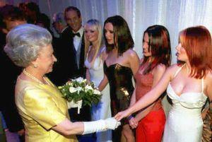 Khoảnh khắc khó xử giữa người nổi tiếng và Hoàng gia Anh