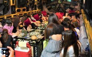 Hàng chục người tụ tập hát karaoke bất chấp quy định chống dịch