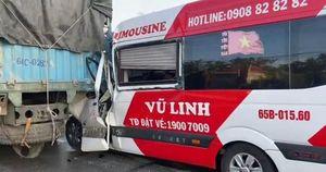 Liên tiếp vụ xe khách tông đuôi xe tải lưu thông cùng chiều