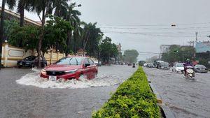 Bắc Giang: Mưa lớn đầu giờ sáng gây ngập úng nhiều tuyến phố