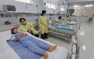6 trẻ nhập viện nghi ngộ độc thực phẩm sau bữa trưa, 1 trẻ tử vong