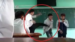Học sinh bị thầy giáo đá trước lớp: 'Xin lỗi nhà trường'