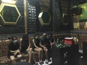 Bất chấp lệnh cấm, 8 nam nữ 'bay lắc' trong quán karaoke