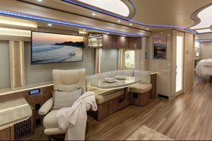 Bên trong xe buýt có phòng tắm của Justin Bieber