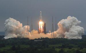 Trung Quốc trấn an thế giới về mảnh vỡ tên lửa Trường Chinh 5B sắp rơi xuống trái đất