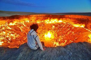 'Cổng địa ngục' trên sa mạc, bốc cháy suốt 50 năm hệt như phim viễn tưởng
