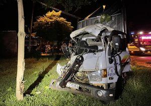 Xe chở rau va chạm xe khách: vợ chết, chồng bị thương nặng