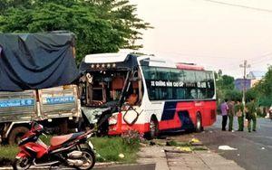 Xe tải đối đầu xe khách, nhiều người thương vong