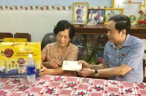 Phó Chủ tịch Thường trực Quốc hội Trần Thanh Mẫn thăm gia đình chính sách ở Hậu Giang