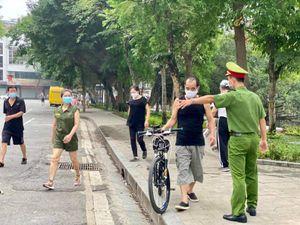Hà Nội: Yêu cầu không tụ tập quá 10 người ngoài phạm vi công sở, trường học