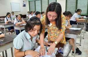 TP Hồ Chí Minh: Học sinh khối 9 và khối 12 tiếp tục đến trường