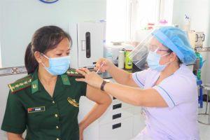 Hơn 1.000 chiến sĩ Bộ đội Biên phòng tỉnh Tây Ninh được tiêm vắc xin COVID-19