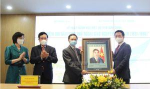 Phát hành đặc biệt bộ tem Kỷ niệm 100 năm sinh Nhà ngoại giao Nguyễn Cơ Thạch