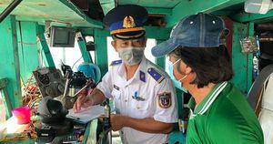 Cảnh sát biển bắt giữ tàu chở 45.000 lít dầu lậu