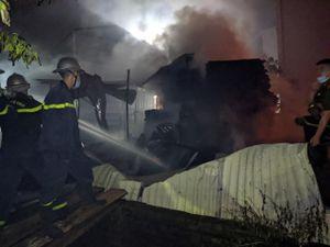 Khẩn trương điều tra nguyên nhân cháy trong đêm tại huyện Đan Phượng