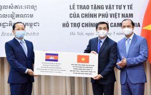 Việt Nam tiếp tục hỗ trợ Campuchia vật tư và thiết bị y tế ứng phó Covid-19