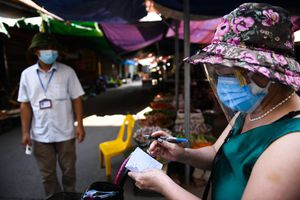 Người dân Bắc Ninh dùng thẻ đi chợ