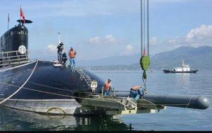 Tàu ngầm Kilo của Việt Nam được nạp ngư lôi theo cách nào?