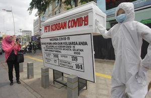 COVID-19 bùng phát ở thủ đô, Indonesia đặt mục tiêu tiêm 1 triệu liều vaccine mỗi ngày