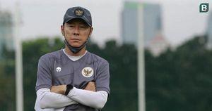 Indonesia gặp họa, HLV Shin Tae-yong bị cấm chỉ đạo trận gặp UAE