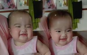 Con gái Mạc Văn Khoa 'đốn tim' mọi người với nụ cười tươi rói nhìn là thấy cưng