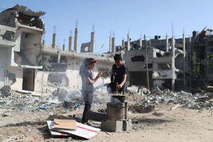 Cuộc sống thường ngày giữa cảnh đổ nát vì bom đạn ở Gaza