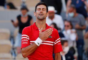 Khi Djokovic chen vào cuộc đua giữa Federer và Nadal