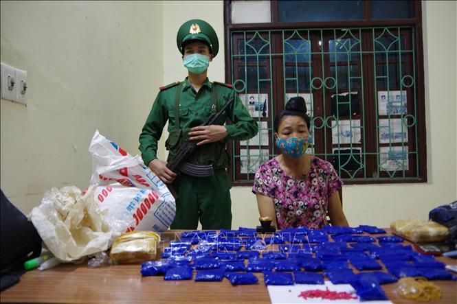 Bắt quả tang đối tượng mua bán trái phép 12.000 viên ma túy tổng hợp