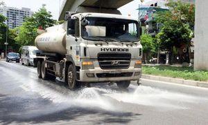 Hà Nội tưới nước, rửa đường chống nóng