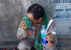 Công nhân điện lực làm việc dưới trời nắng gắt trên 40 độ