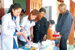 Tuổi trẻ chăm lo sức khỏe cho người cao tuổi