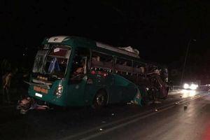 Xe giường nằm phát nổ khi lưu thông trên đường, 14 người thương vong