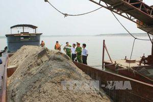 'Cuộc chiến' bảo vệ lòng sông ở Hà Nội: 'Tọa độ chết'