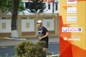 Long marathon và một thập kỷ dự giải