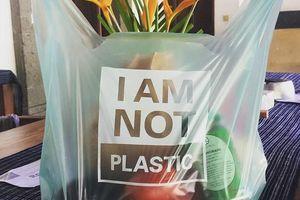 Thế giới chào đón một phát minh bảo vệ môi trường mới: Túi hữu cơ tự tan trong nước