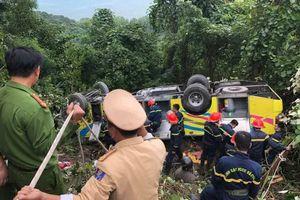 Xe khách rơi xuống vực tại đèo Hải Vân, 23 sinh viên trường cao đẳng gặp nạn