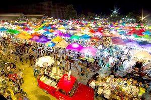 Lạc trong chợ đêm khổng lồ lớn bậc nhất thế giới ở Bangkok
