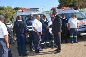 Nam Phi không sắm xe công vụ để mua xe cấp cứu phục vụ người dân