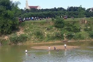 Hà Tĩnh: Đi mò hến, 2 cha con chới với rồi chìm dần xuống sông Ngàn Sâu