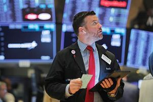 Chứng khoán tương lai Mỹ, cổ phiếu Châu Á xanh trở lại sau khi Mỹ đình chỉ áp thuế với Mexico
