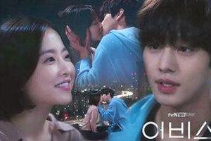 Phim 'Abyss' tập 11-12: Ahn Hyo Seop hôn Park Bo Young đắm đuối khi tỏ tình thành công, bất ngờ lấy lại được đá thần kỳ