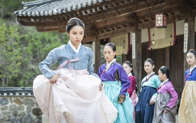 Shin Se Kyung là gái quá lứa, nữ sinh nổi loạn trong 'Rookie Historian Goo Hae Ryung'