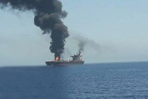 Nóng: Hai tàu chở dầu bị tấn công gần Iran