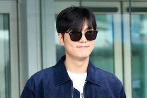 Lee Min Ho xuất hiện điển trai tại sân bay sau khi bị chê vì tăng cân