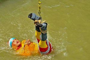 Lý giải nguyên nhân pháp sư Ấn Độ bỏ mạng khi thực hiện ảo thuật dưới sông Hằng