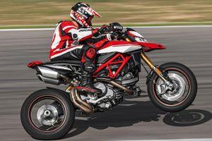 Hypermotard - từ sự nghi ngờ đến dòng xe bán chạy nhất của Ducati