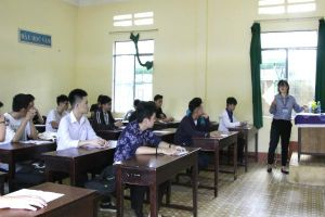 Đắk Lắk 'mặc' túi nilon cho bài thi