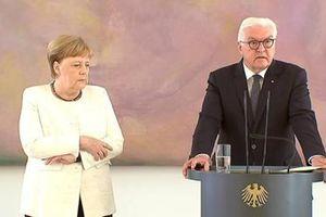 Thủ tướng Đức tiếp tục có biểu hiện lạ trong sự kiện của chính phủ