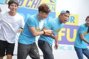 Bị trét bánh kem đầy mặt trong ngày sinh nhật, Ngô Kiến Huy 'trả thù' dàn nghệ sĩ Running Man